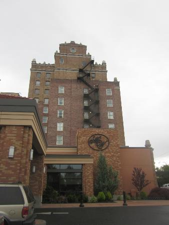 Marcus Whitman Hotel & Conference Center: outside of hotel