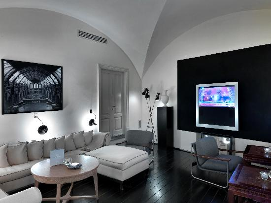 JK Place Firenze: J.K. Tv room