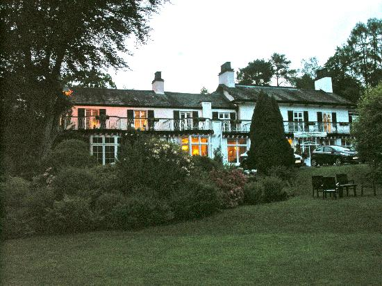 Rothay Manor Hotel: The beautiful Rothay Manor at twilight