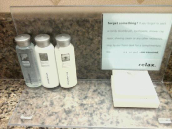 Hampton Inn &amp; Suites Cleveland-Mentor: Bath Products