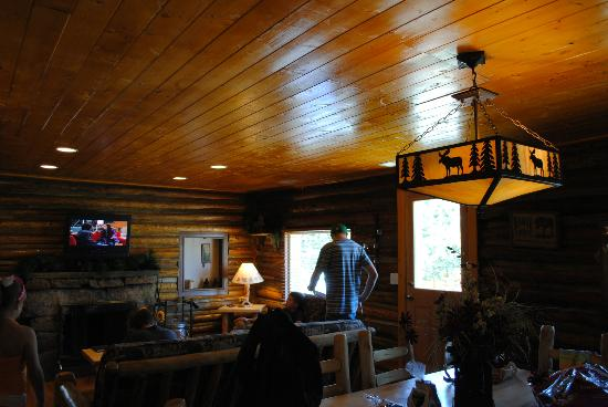 Triple R Cottages: View of Living Room