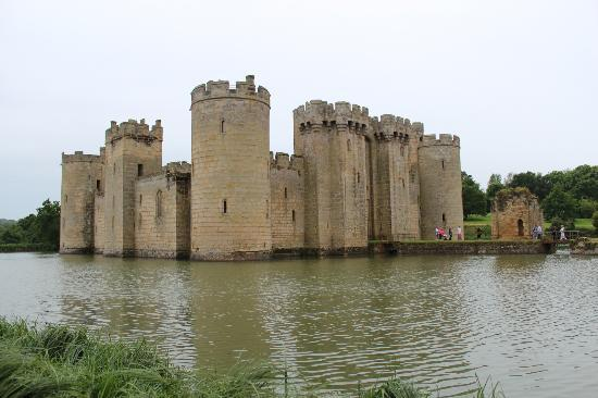 Moated Medieval Castle Picture Of Bodiam Castle Bodiam
