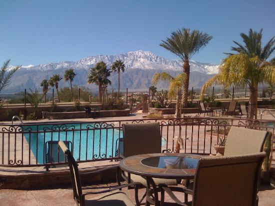 Bella Monte Hot Springs Resort and Spa: Snow-capped San Jacinto.