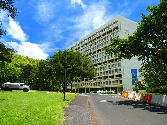 University of Hawaii at  Manoa Campus: The Hostel