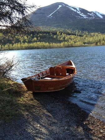 Summit Lake Lodge: Boat In Summit Lake