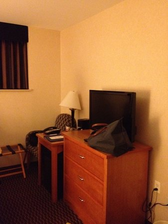 Comfort Inn Brooklyn: small but clean room