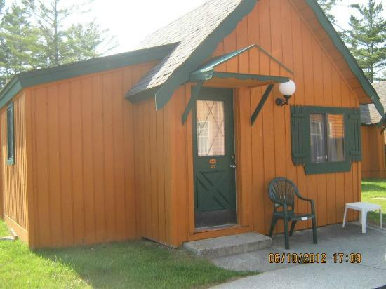 Bed frame cabin theme picture of cabins of mackinaw for Cabin rentals mackinaw city