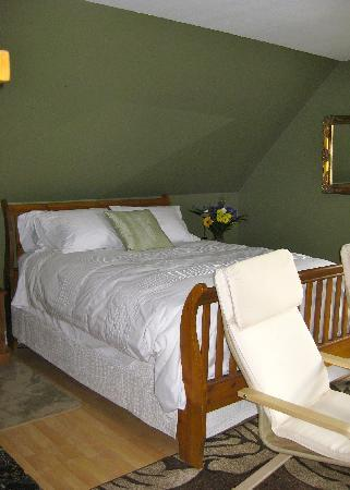 Restingplace Bed &amp; Breakfast: Comfy Queen in Garden room