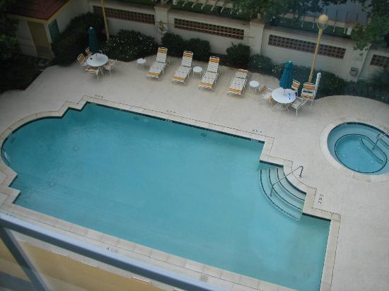 La Quinta Inn & Suites Charlotte Airport South: Pool & whirlpool