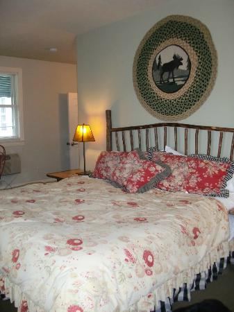 Lodgings at Pioneer Lane : Cabin Room Bed!