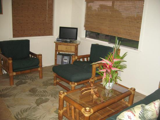 Hana Paradise Cottages: Living Room