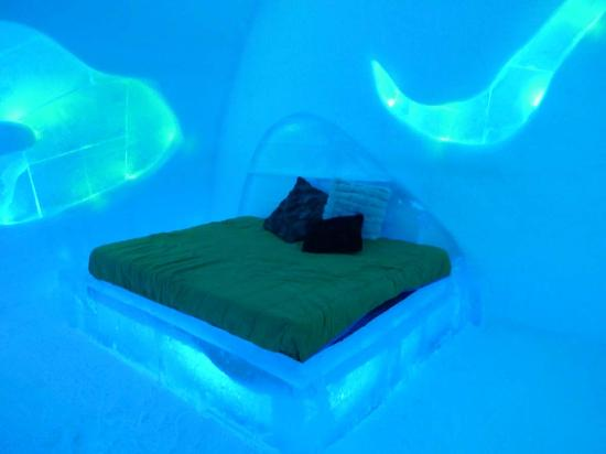 Hotel de Glace : 'Northern lights' bedroom theme