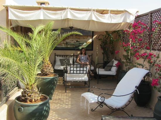 Riad Dama: Roof top area to relax.