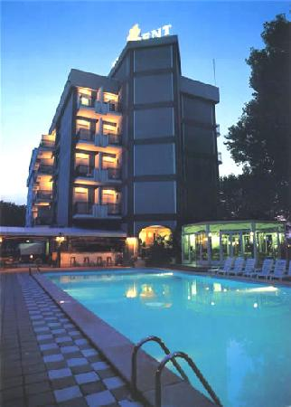 Hotel President Cattolica: Grande piscina soleggiata