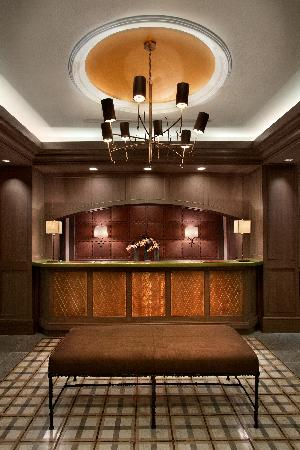 Hotel Chandler: Front Desk