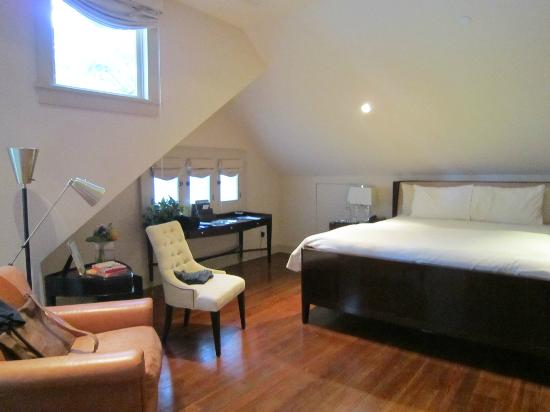 Stonehurst Place: Part of our fabulous room