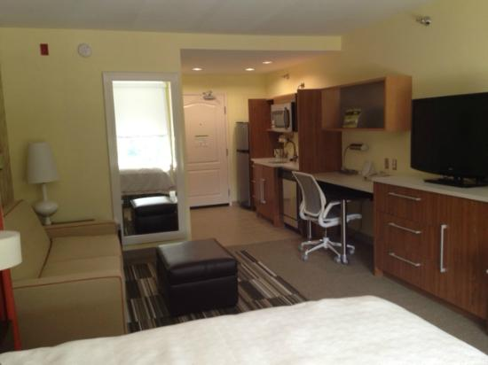 Home2 Suites Biloxi North / D'Iberville: HUGE rooms with comphy chair