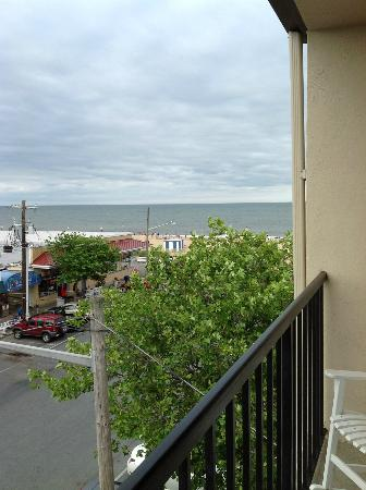 Beach View Motel : View from Beach View 3rd floor balcony. 