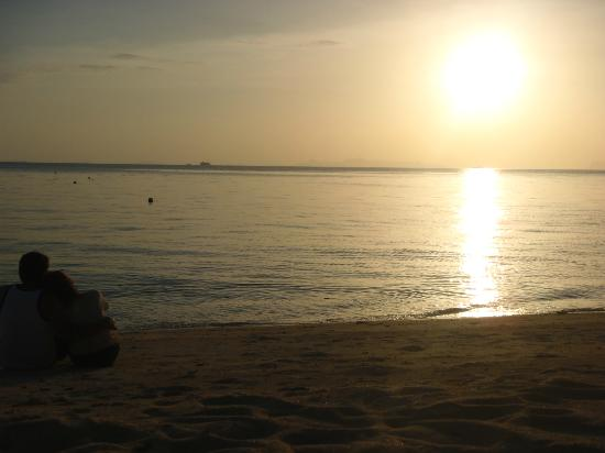 The Sunset Beach Resort & Spa, Taling Ngam: Watching sunset