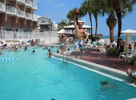 Palmetto Inn & Suites: At the Palmetto Suites pool