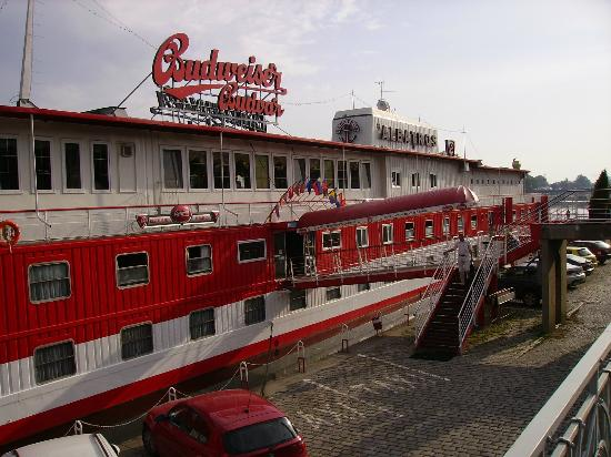 Bell 39 hotel picture of botel albatros prague for Quirky hotels prague