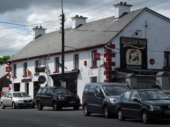 Shannonbridge, Irland: Killeen&#39;s Pub and shop.