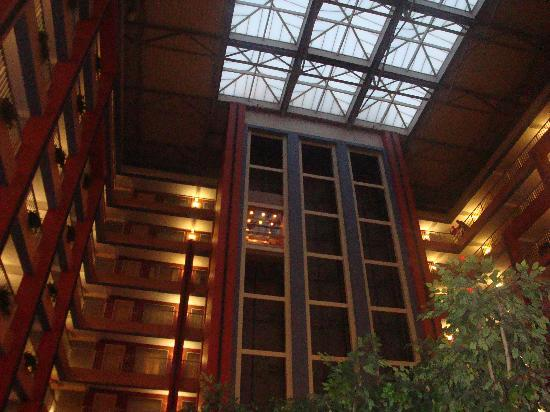 Embassy Suites Hotel Cincinnati - Rivercenter / Covington: View of lobby