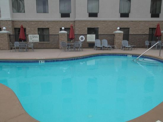 Hampton Inn Suites Valdosta Conference Center: Pool