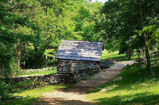 North Carolina: Barn and walking trail.