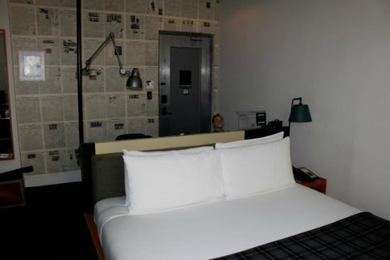 Ace Hotel NYC: King Bed, medium room