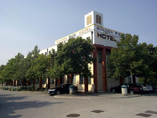 Goldenpick Hotel