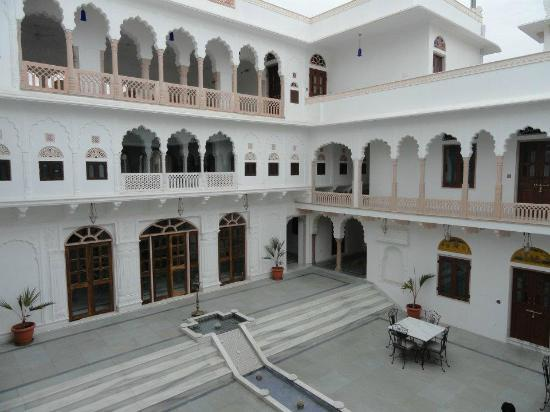 Talabgaon Castle Heritage Resort: The main courtyard- dining area on the ground floor, bar on the first floor