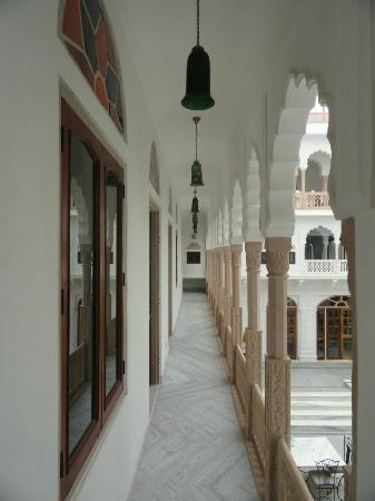 Talabgaon Castle Heritage Resort: The corridors leading to the rooms