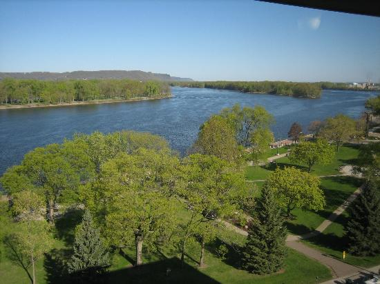 Radisson Hotel La Crosse: view upriver from top of Raddison