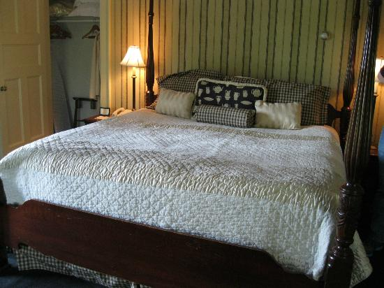 The Manor on Golden Pond: Bed