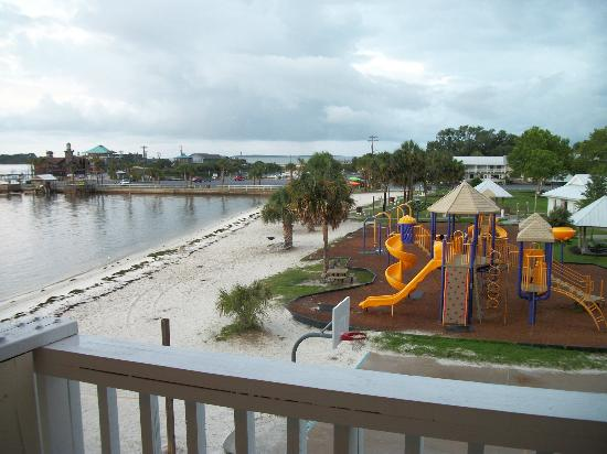 Cedar Cove Beach & Yacht Club: overlooking beach area