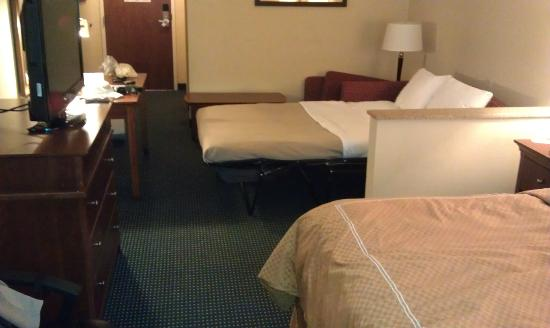 Comfort Suites Airport: Nothing Suite about this!