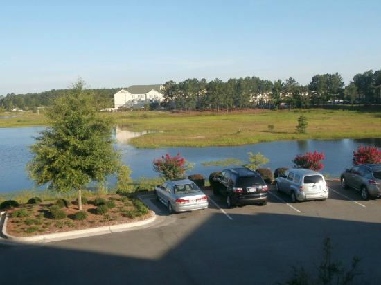 Wingate by Wyndham Savannah Airport: Room 205 - View outside