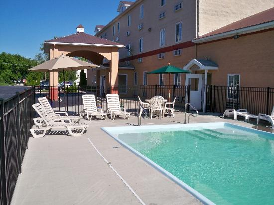 Quality Inn Jonestown: Outdooor Pool Area