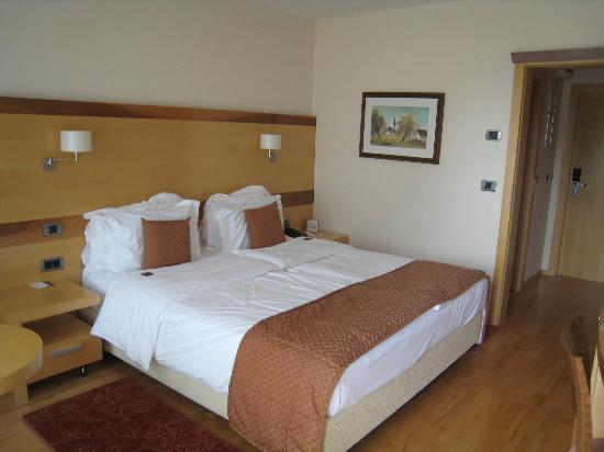 BEST WESTERN PREMIER Hotel Lovec: double room very big bed