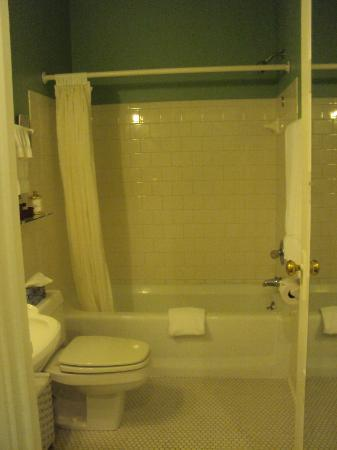 Inn at Union Pier: Bathroom