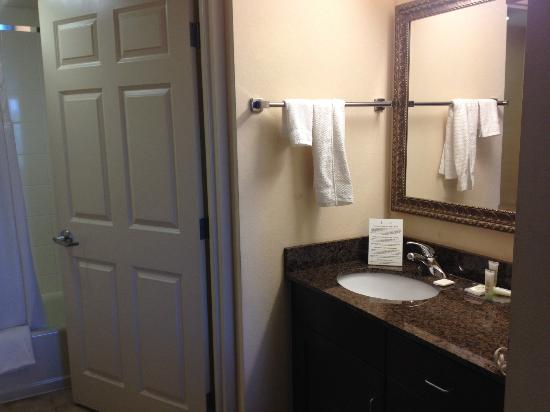 Staybridge Suites Chesapeake : bathroom area