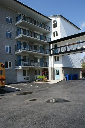 Americas Best Value Inn - Chalet Inn and Suites: the tower