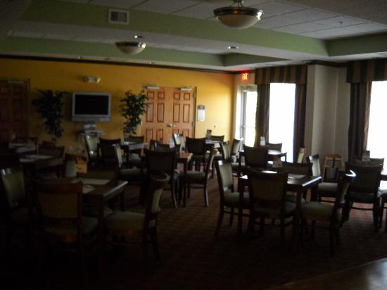 Holiday Inn Express Inverness: dark restaurant that was closed