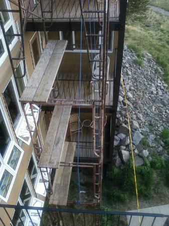 The Mountainside at Silver Creek: More scaffolding outside condo