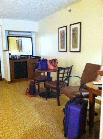Hyatt Place Dublin/Pleasanton: nice desk and table