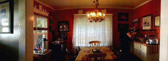 Hillcrest House Bed & Breakfast: Breakfast area