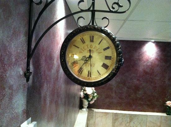 Vacationland Inn: Nice clock