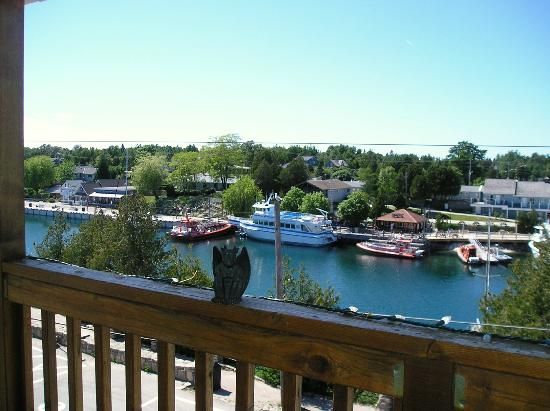 Tobermory Princess Hotel: View from balcony with The Travelling Gargoyle