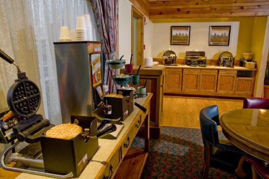 Cabot Lodge Millsaps: Complimentary Hot Breakfast